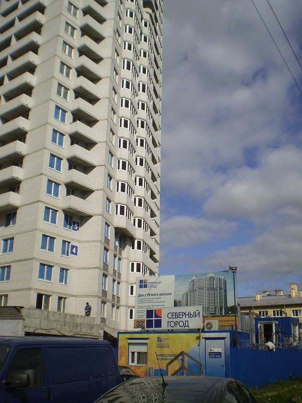 ЖК «Дом у речного вокзала» - это 25-этажный монолитно-кирпичный дом на 545 квартир