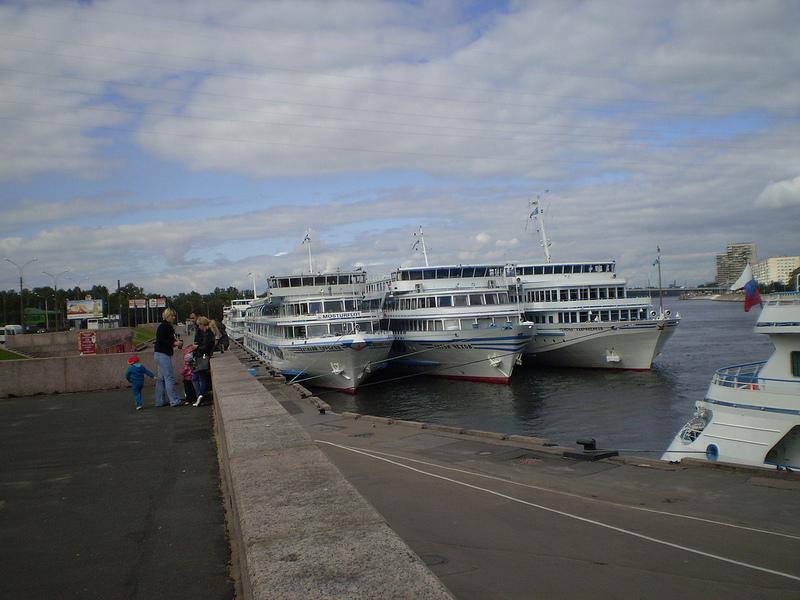 ЖК «Дом у речного вокзала» располагается у Невы, напротив пристани
