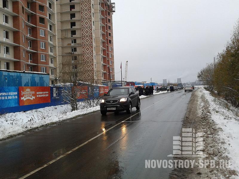 рядом с проектом проходят КАД и тоннель, соединяющий улицу Руставели с Токсовским шоссе.