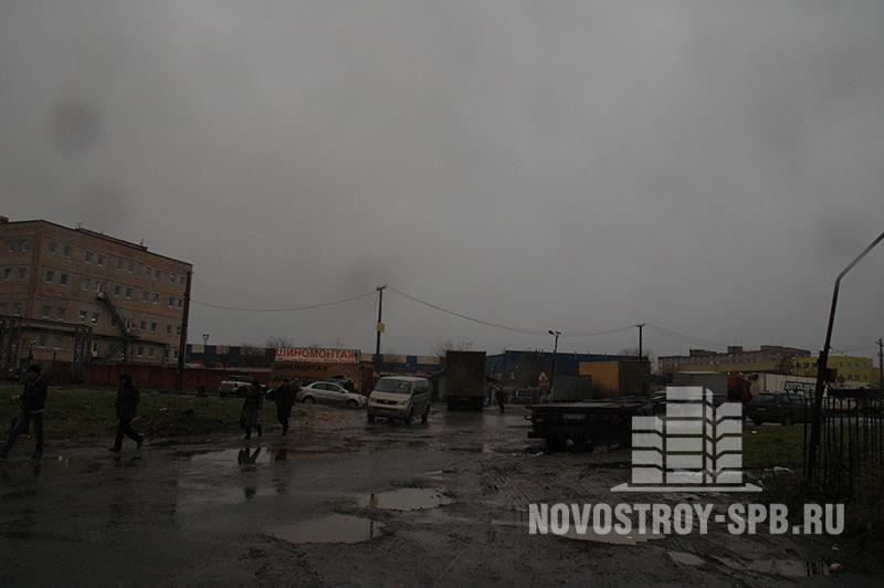 «Перемена» находится немного в стороне от Московского проспекта, в 2-3-х минутах от выезда на КАД