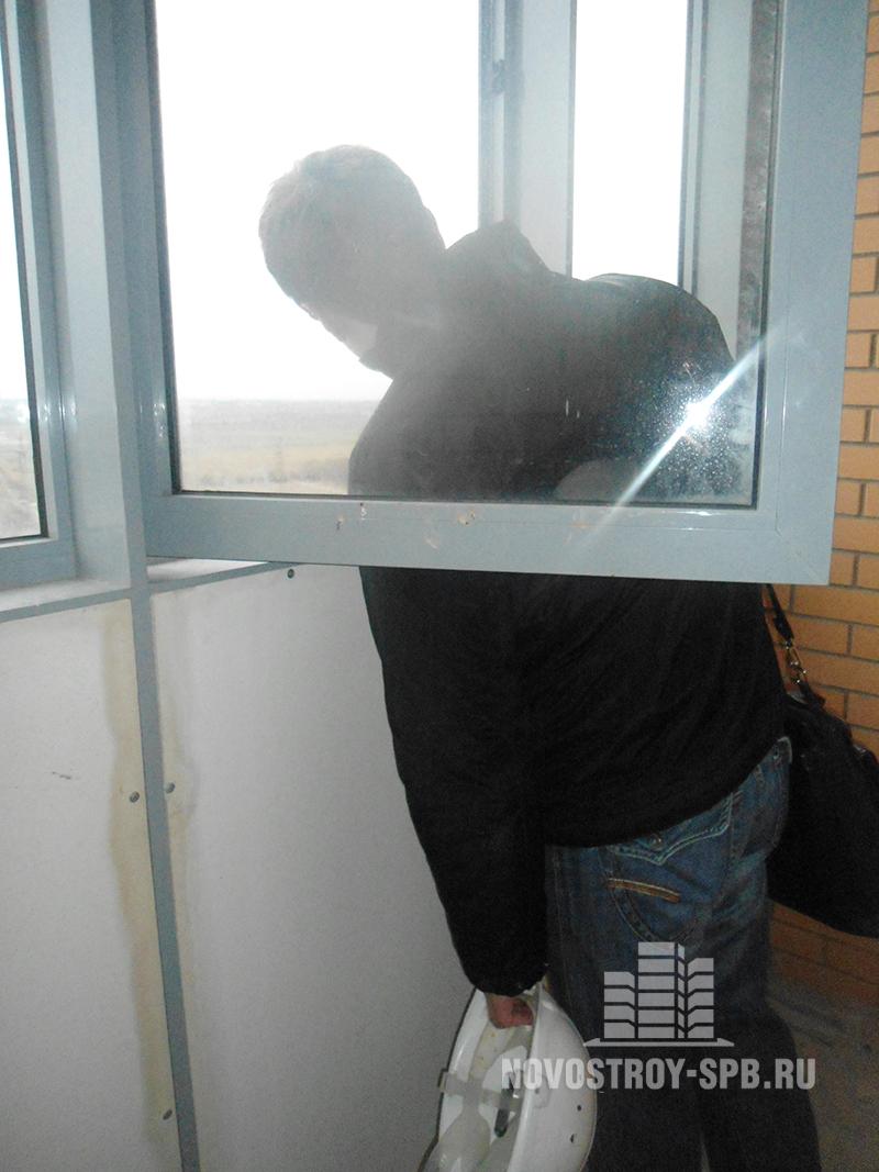 жильцы дома подали более 80 заявок на протекание наружного остекления