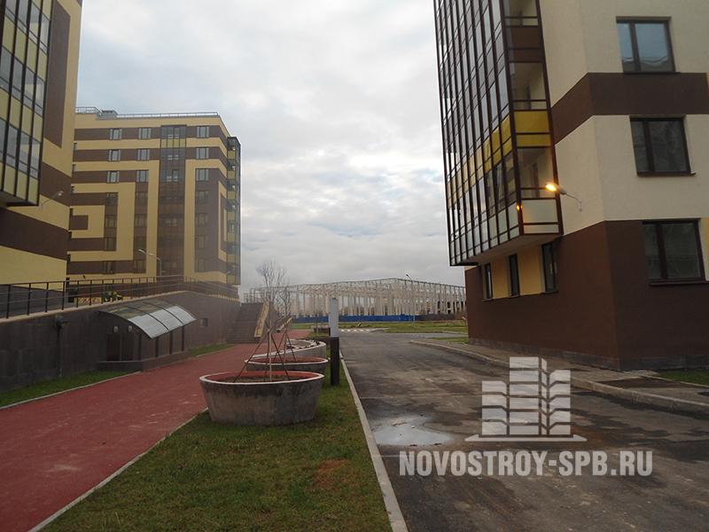 В домах с высокой степенью готовности (№5, №6, №7) можно найти студии площадью 21 кв. м за 2750 тысяч рублей