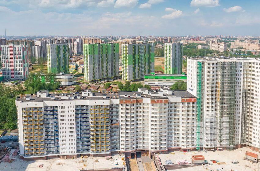 91e6df50b1258 Площадь локации — более четырех тысяч гектаров, на которых сосредоточены не  только жилые массивы, многочисленные парки, торговые и досуговые центры, ...